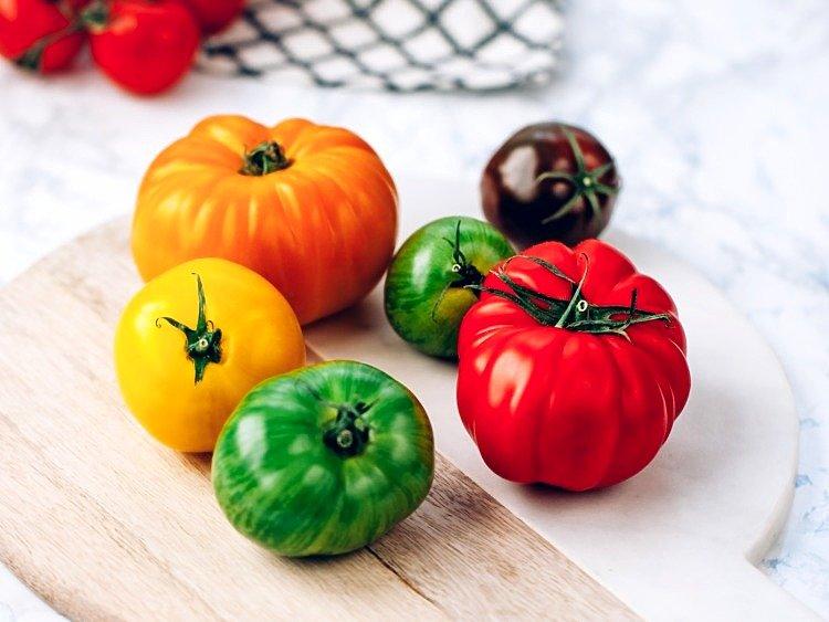 Obieranie pomidorów ze skórki