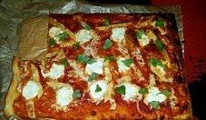 Tarta à la pizza z pomidorami