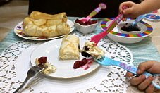 Naleśniki z serem i truskawkami