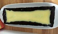 Mazurek z białą czekoladą i wiśniami
