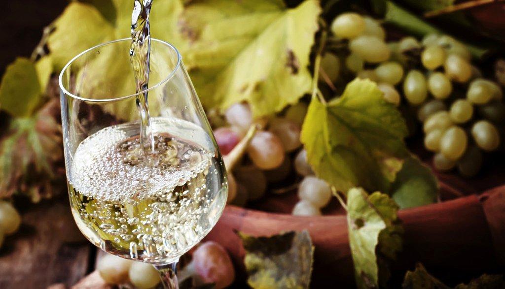 biale-wino-na-dzien-kobiet