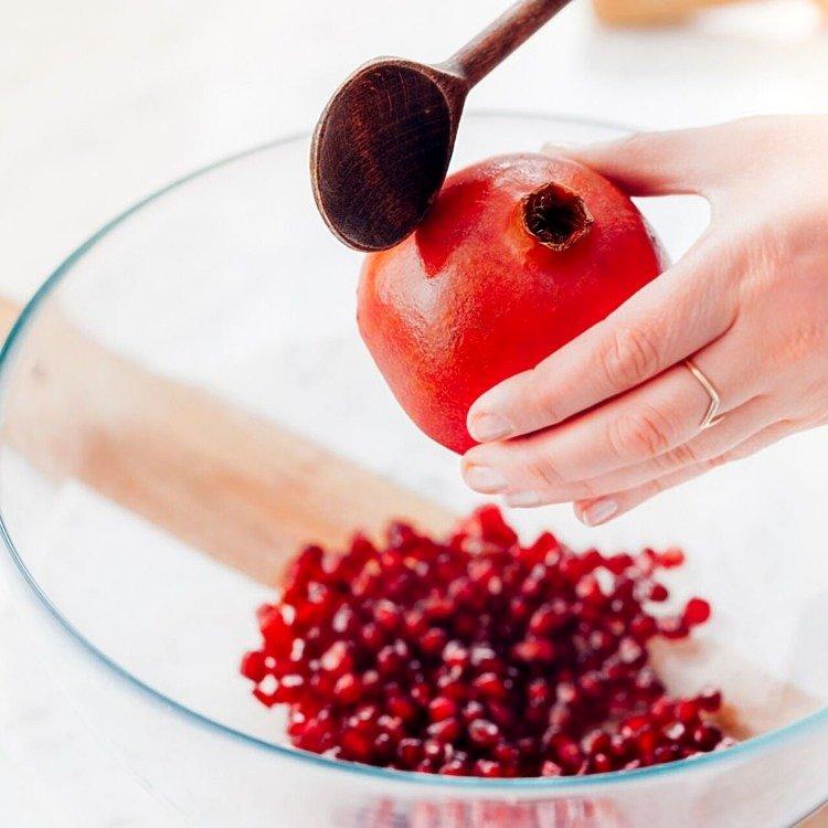 jak wyjąć nasiona z granatu